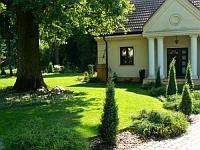 Ogród z zabytkowym dębem szypułkowym - ogród w polskim stylu k. Warszawy