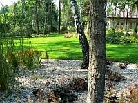 Ogród w okolicach Łomianek k. Warszawy - w leśnym stylu